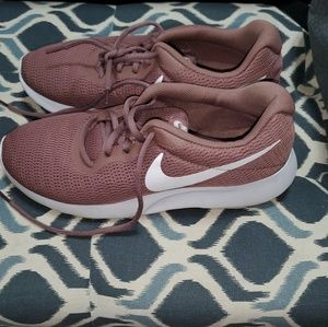 Nike Tanjun shoes